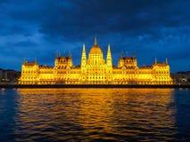 le parlement de nuit de Budapest Photographie stock libre de droits