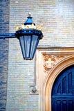 le parlement en bois brun dans le vieux réverbère de Londres Image libre de droits