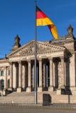 Le Parlement et drapeau allemand Photos libres de droits