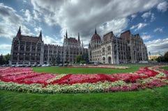 Le Parlement font du jardinage, Budapest image stock