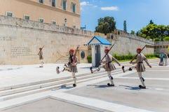 Le parlement grec sur le syntagme ajustent photos stock
