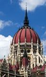 Le Parlement hongrois couvrent d'un dôme, Orszaghaz Image stock