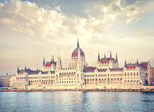 Le Parlement sur Budapest Photo stock
