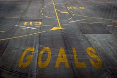 Le parole di scopi sulla superficie della pista dell'aeroporto Immagine Stock Libera da Diritti