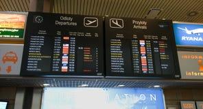 Le partenze dell'aeroporto imbarcano nell'aeroporto di Cracovia Fotografie Stock