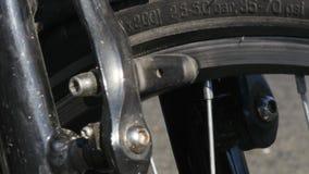 le parti della bici 4K si chiudono sul meccanismo di sistema della rottura del backgroundn- del cuscinetto di freno della bicicle stock footage