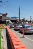 Le passage à niveau de route de centre remplacé par le skyrail a élevé des voies de train en Clayton South, Melbourne Photographie stock libre de droits