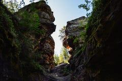 Le passage étroit entre les roches Photos libres de droits