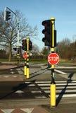 Le passage piéton, arrêtent des signes et des feux de signalisation image stock