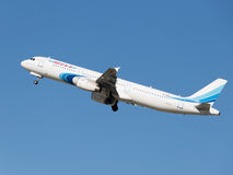 Le passager Airbus A321-231 vole Image stock