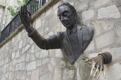 Le Passe-Muraille bronsskulptur, Montmartre, Paris Fotografering för Bildbyråer