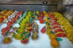 Le paste tradizionali del ` di Martorana, dolci del ` fatti di pasta di mandorla inoltre hanno chiamato il marzapane immagini stock libere da diritti