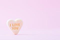 Le pastel a coloré des coeurs de sucrerie à un arrière-plan de bokeh Images libres de droits