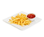 Le patate frigge con il primo piano del ketchup isolato su fondo bianco Fotografie Stock Libere da Diritti