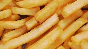 Le patate fritte deliziose chiudono su - la cima giù la vista stock footage