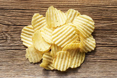 Le patatine fritte su rustico woden il fondo Immagine Stock Libera da Diritti