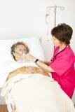 Le patient hospitalisé obtient l'oxygène Photo libre de droits