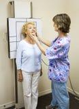 Le patient obtient le rayon X photos stock