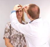 Le patient subit la chirurgie plastique Photo libre de droits