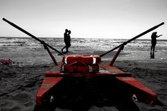 Le patin de délivrance dans la plage photographie stock libre de droits