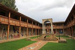 Le patio de l'église très gentille de mosaïque dans Polloc Photographie stock