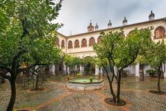 Le patio de l'hôtel Nacional Guadalpe est un bâtiment du XIV et XV siècle, c'est devenu a photos libres de droits