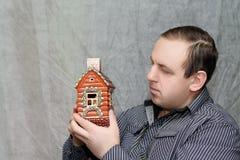 le patrimoine de concepts remet la maison réelle photos libres de droits