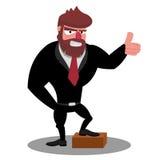 Le patron dans un costume noir prouve qu'il était position réussie avec un pied sur la brique Images stock