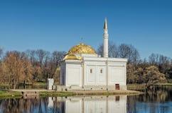 Le pavillon de Bath turc dans Catherine Park dans Tsarskoye Selo Photographie stock libre de droits