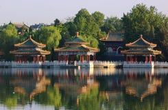 Le pavillon de Cinq-Dragon de stationnement de Beihai, Pékin photographie stock libre de droits