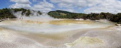 Le pays des merveilles géothermique de WaiOTapu, Nouvelle-Zélande Image libre de droits