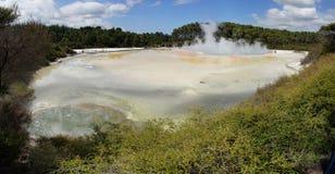 Le pays des merveilles géothermique de WaiOTapu, Nouvelle-Zélande Images libres de droits