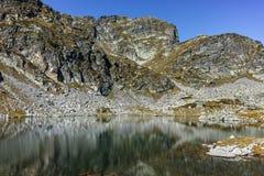 Le paysage étonnant des lacs Elenski et le Malyovitsa font une pointe, montagne de Rila Image libre de droits