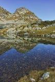 Le paysage étonnant des lacs Elenski et le Malyovitsa font une pointe, montagne de Rila Images stock