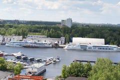 Le paysage au club de yacht photo stock