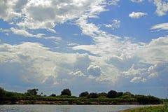 Le paysage biélorusse Polissya Beaux nuages Images stock