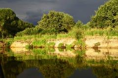 Le paysage biélorusse Polissya dans les rayons du soleil de soirée Images libres de droits