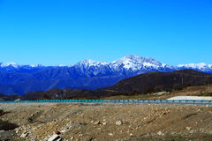 Le paysage coloré d'automne le long de la route au parc national de Huanglong Photographie stock