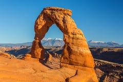 Le paysage d'automne avec le ciel bleu profond et les roches rouges en Utah abandonnent, et voûte sensible photo stock