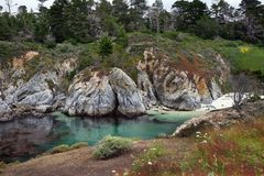 Le paysage de Côte Pacifique avec l'océan, la roche et le sable échouent Photos libres de droits