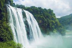 Le paysage de cascade photographie stock libre de droits