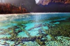 Le paysage de lac de l'hiver de Jiuzhaigou Photo libre de droits