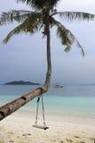 Le paysage de mer de paradis avec l'océan blanc de sable et d'émeraude étayent en île Malaisie de Rawa Images stock