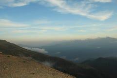 Le paysage des montagnes au coucher du soleil en été Photographie stock libre de droits