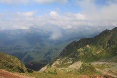 Le paysage du jour d'été de montagnes de Caucase Image stock