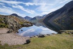 Le paysage renversant de l'eau de Wast et du secteur de lac fait une pointe sur le résumé Images libres de droits