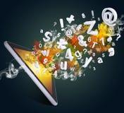 Le PC de Tablette émet des lettres, des nombres et la fumée Images libres de droits