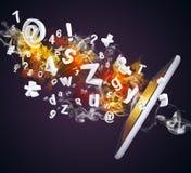 Le PC de Tablette émet des lettres, des nombres et la fumée Photo libre de droits