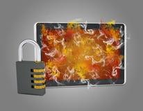 Le PC de Tablette avec la serrure de combinaison émet la fumée Photographie stock