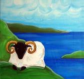 Le pecore irlandesi ed il mare Fotografie Stock